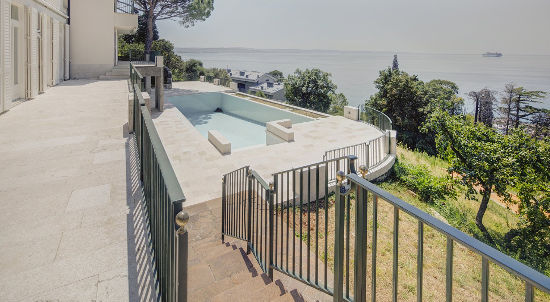 Property in 34136 Triest: Lots and lots of room for the whole family - your residence in Trieste - picture 1