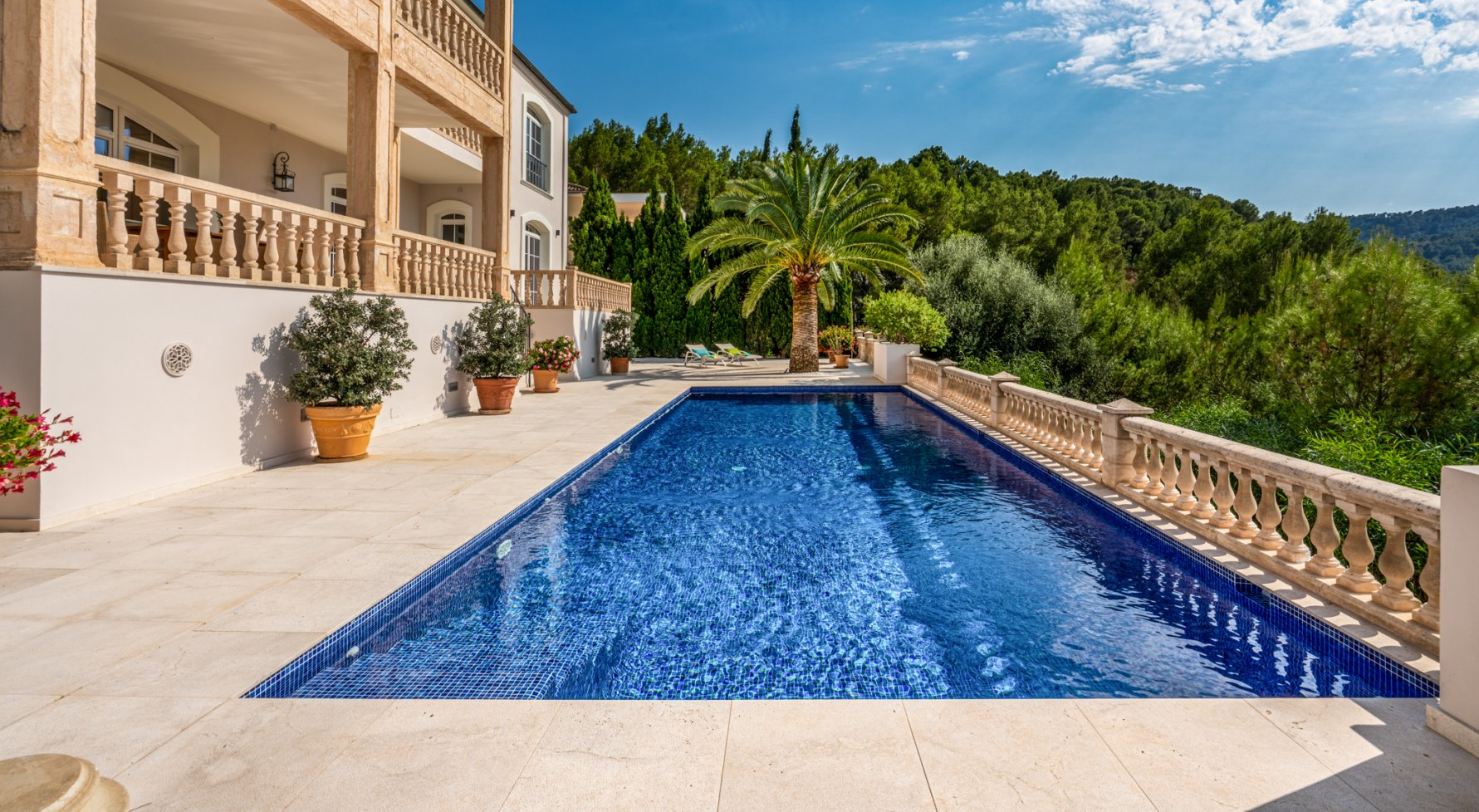 Property in 07013 Son Vida - nahe Palma de Mallorca: STAGE FREE! Impressing family residence right on the golf course in Son Vida! - picture 1