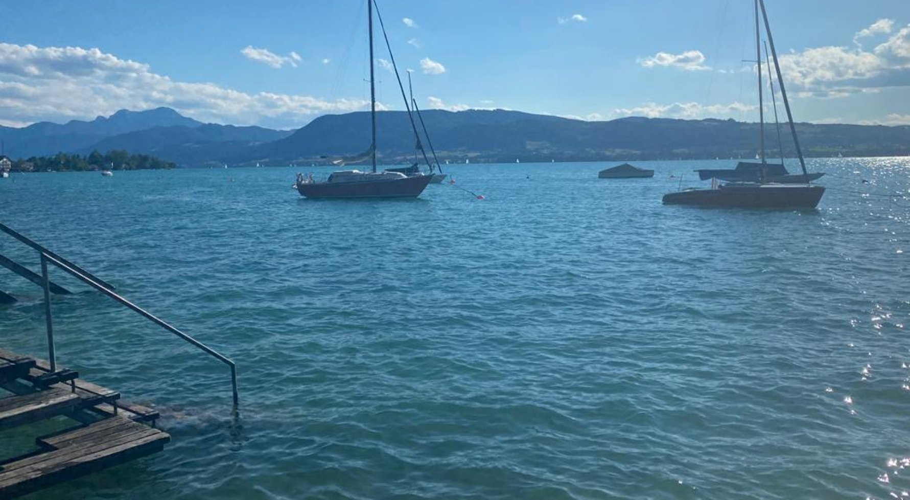 Property in 4852 Weyregg am Attersee: Holiday flair directly at the Attersee! Living- & Lakehouse  - picture 1