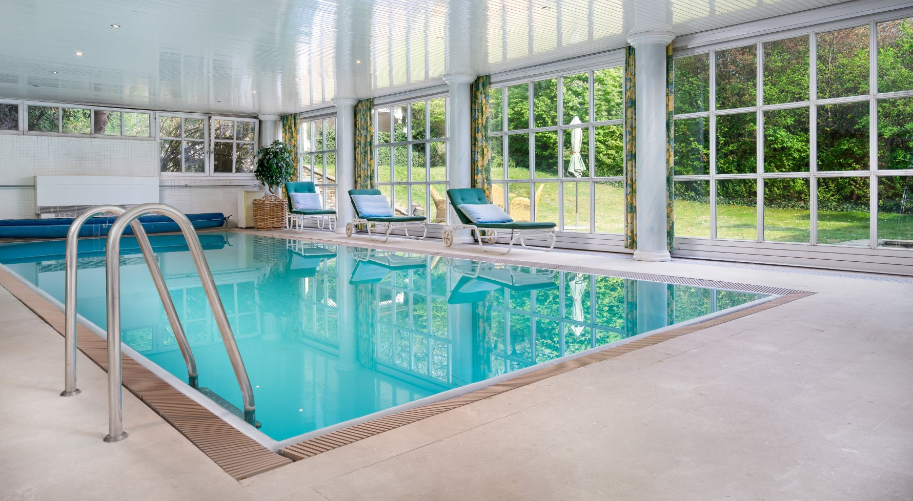 Property in 1130 Wien, 13. Bezirk: Villa with swimming pool in Hietzing - picture 1