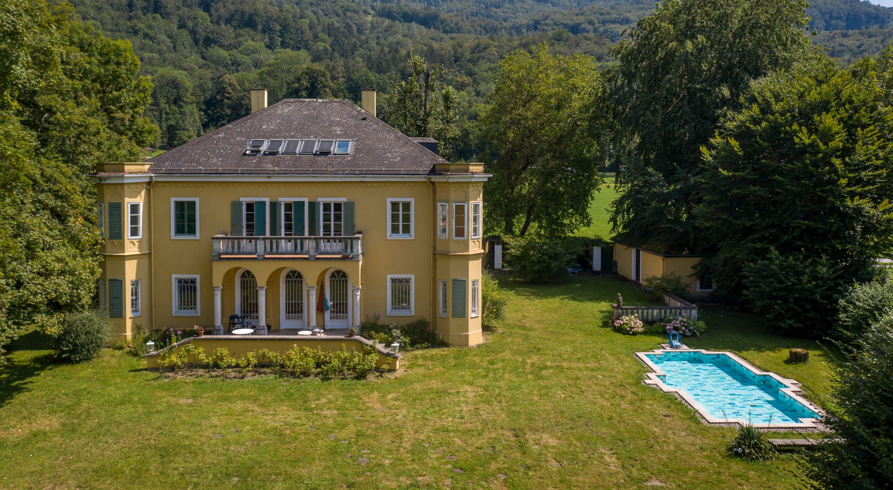 Property in 5020 Salzburg - Premium location Aigen: Villa with pool and history! Stately architecture in a noble location - picture 1