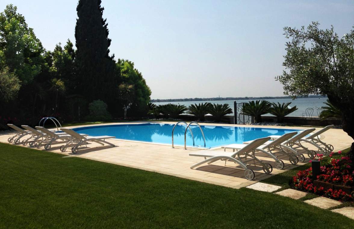 Property in 25019  Sirmione am Gardasee: Seaworthy! Feel it. Love it. Place with a view. A feeling of freedom. - picture 1