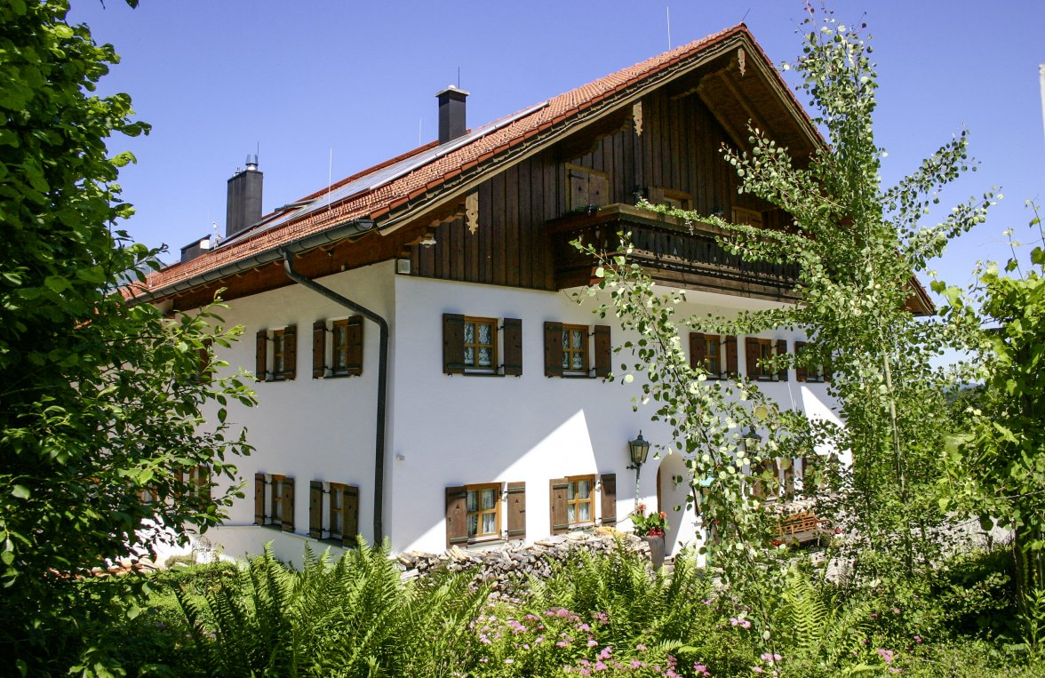 Property in 83457 Bayrisch Gmain: BERCHTESGADENER COUNTRY RESIDENCE: Exclusive country estate with large park near the festival city of Salzburg - picture 1