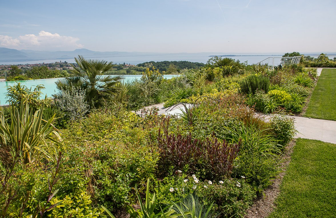 Property in 25080  Padenghe sul Garda: GARDEN PARADISE: Bright and sunny single floor apartment with 1800 square meter garden. - picture 10