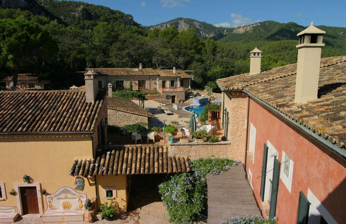 Property in 07190 Esporles - Palma de Mallorca: Historic finca. Secluded location at the foot of the Tramuntaner mountains - picture 2