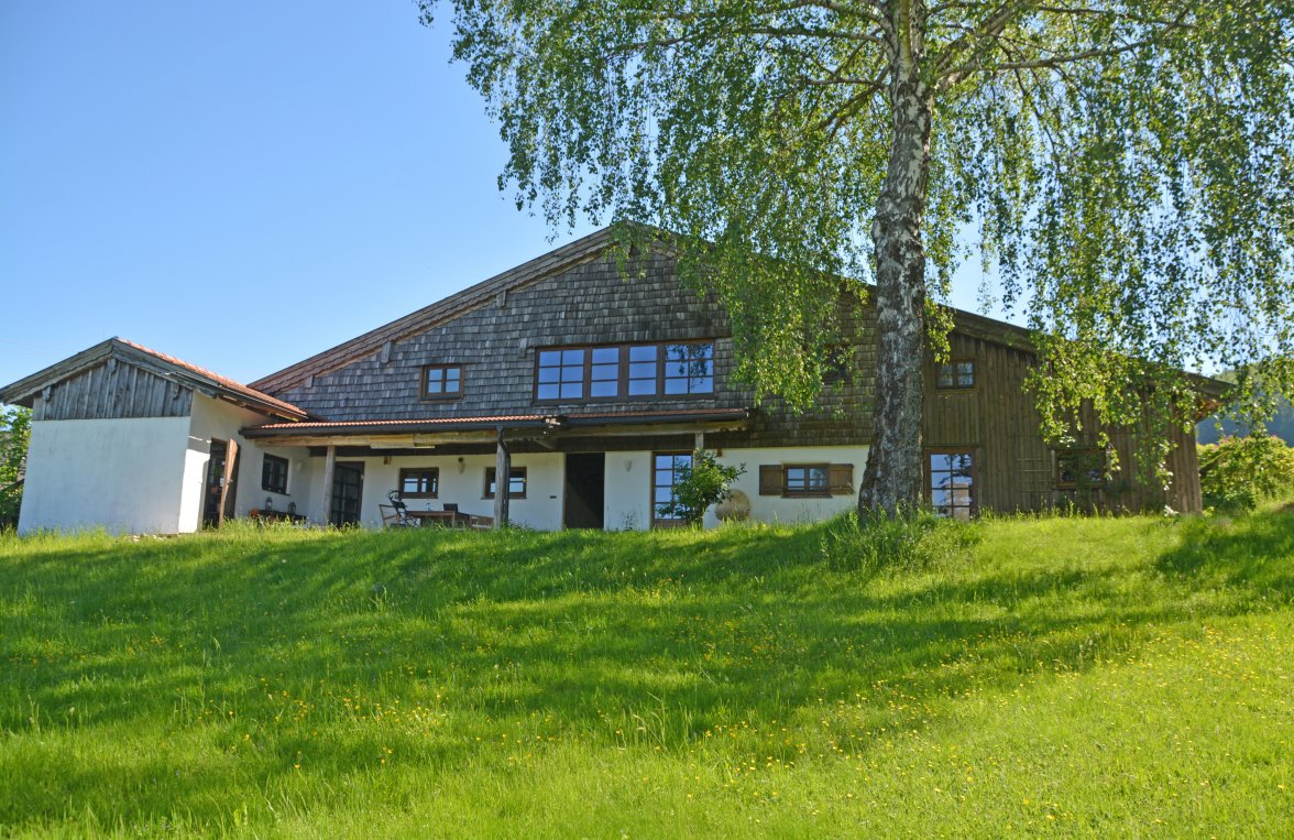 Property in 4894 Oberhofen am Irrsee: Romantic farmhouse in consummate beauty! - picture 1