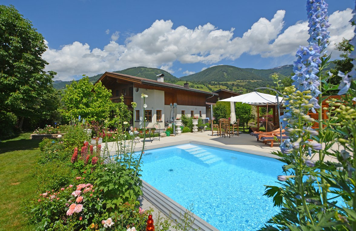 Property in 5722 Niedernsill: Great Cinema ... Near Zell am See! Country villa with pool on a great plot of land - picture 3
