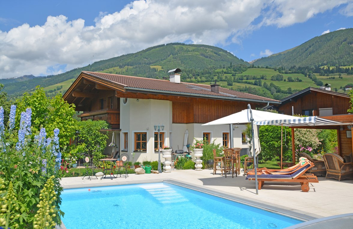 Property in 5722 Niedernsill: Great Cinema ... Near Zell am See! Country villa with pool on a great plot of land - picture 9