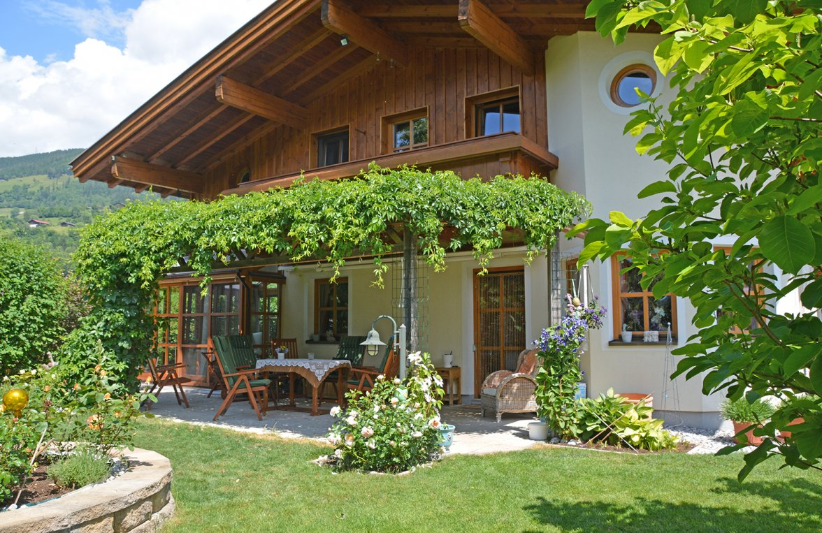 Property in 5722 Niedernsill: Great Cinema ... Near Zell am See! Country villa with pool on a great plot of land - picture 2