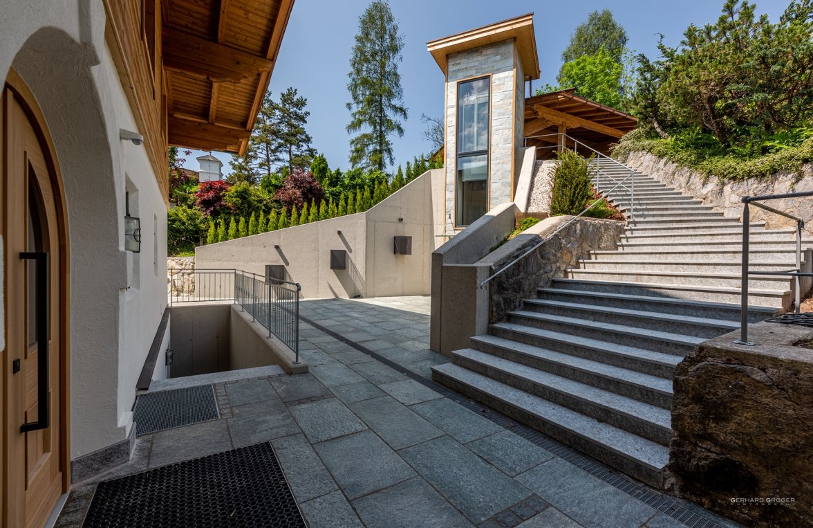 Property in 6370 Kitzbühel: Exclusive high-end villa for first-time occupancy - picture 1