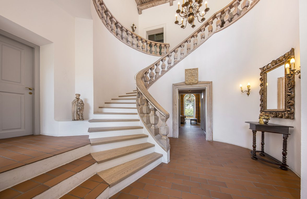 Property in 5020 Salzburg - Premium location Aigen: Villa with pool and history! Stately architecture in a noble location - picture 3