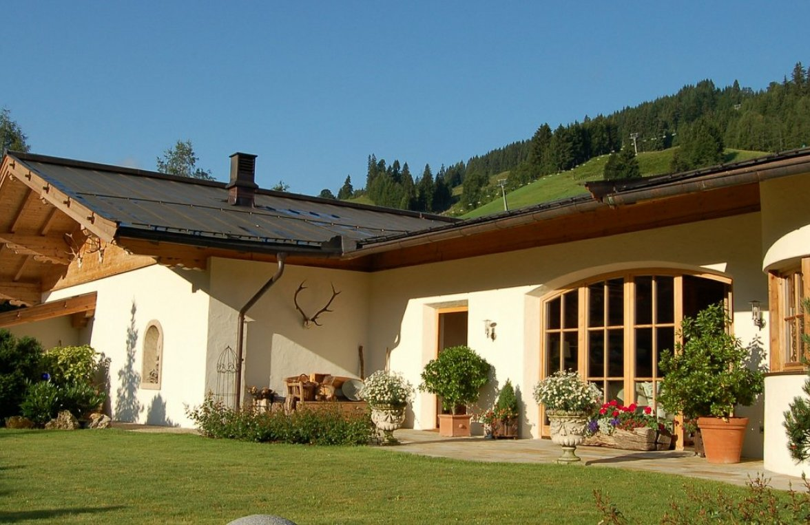 Property in 6373 Jochberg: SKI-IN/SKI- OUT country house with indoor pool and garden - picture 1