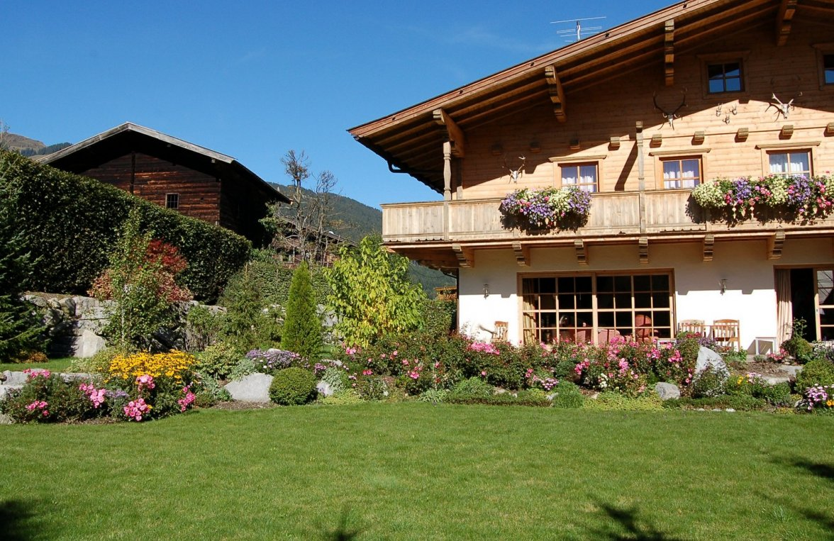 Property in 6373 Jochberg: SKI-IN/SKI- OUT country house with indoor pool and garden - picture 3