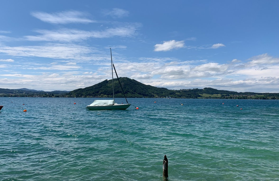 Property in 4852 Weyregg am Attersee: Holiday flair directly at the Attersee! Living- & Lakehouse  - picture 4