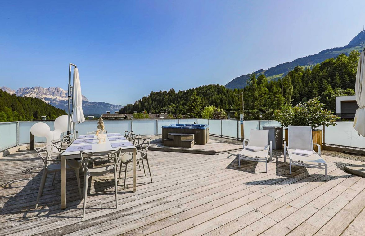 Property in 6370 Kitzbühel: Prime penthouse for those who love detail in a sunny panoramic position  - picture 1