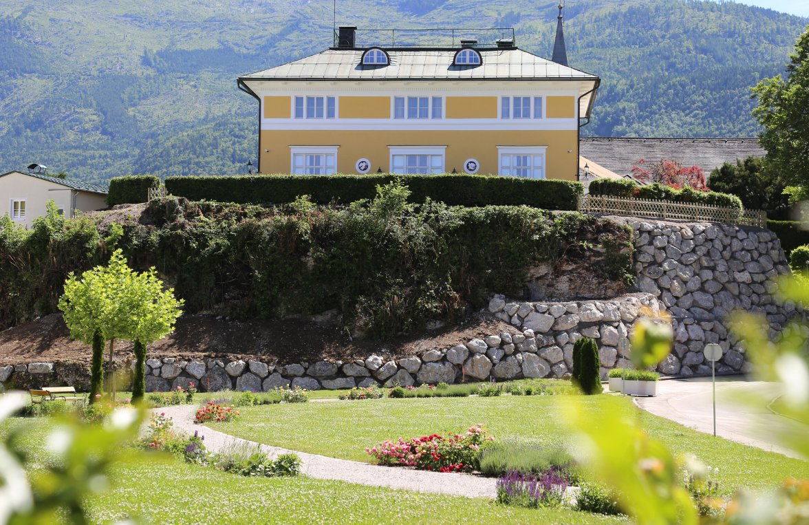 Property in 4820 Bad Ischl: Elegance of the highest class! Fairytale castle in the middle of the imperial city - picture 2