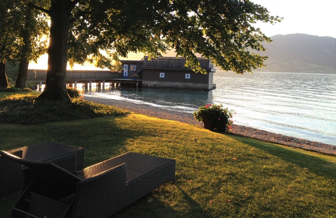 Property in 4853 Attersee - Salzkammergut: 90 meters of private shoreline! Refuge, including main builbuilding an much more - picture 2