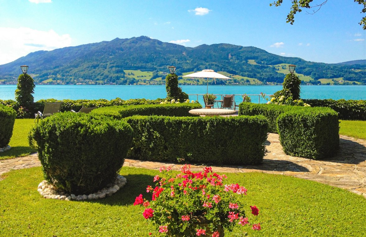 Property in 4853 Attersee - Salzkammergut: 90 meters of private shoreline! Refuge, including main builbuilding an much more - picture 1