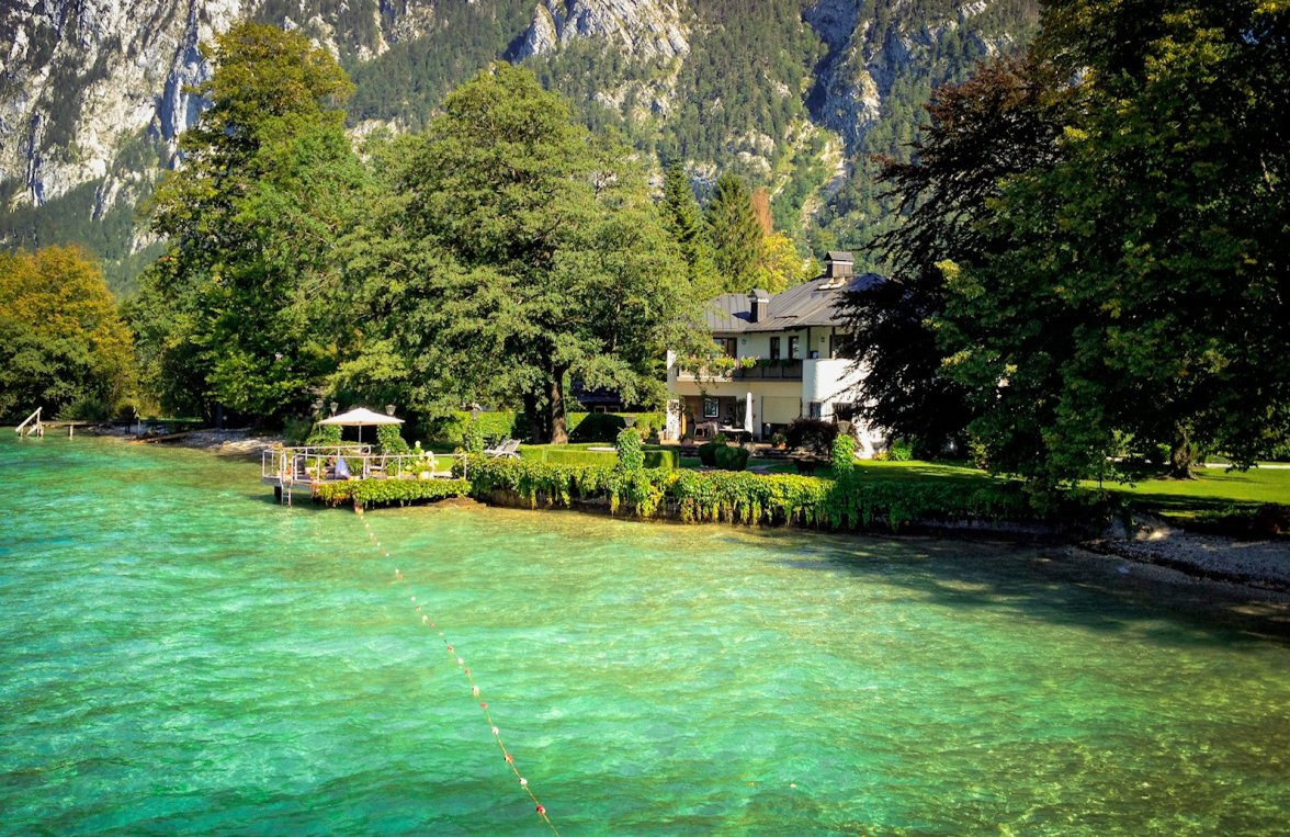 Property in 4853 Attersee - Salzkammergut: 90 meters of private shoreline! Refuge, including main builbuilding an much more - picture 7