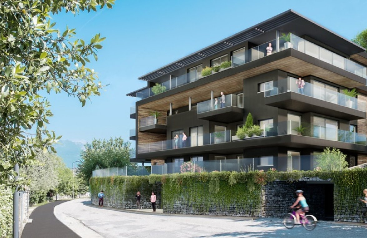 Property in 38069 Torbole sul Garda: Who needs curtains on such a view? Lifestyle with large terrace - picture 3