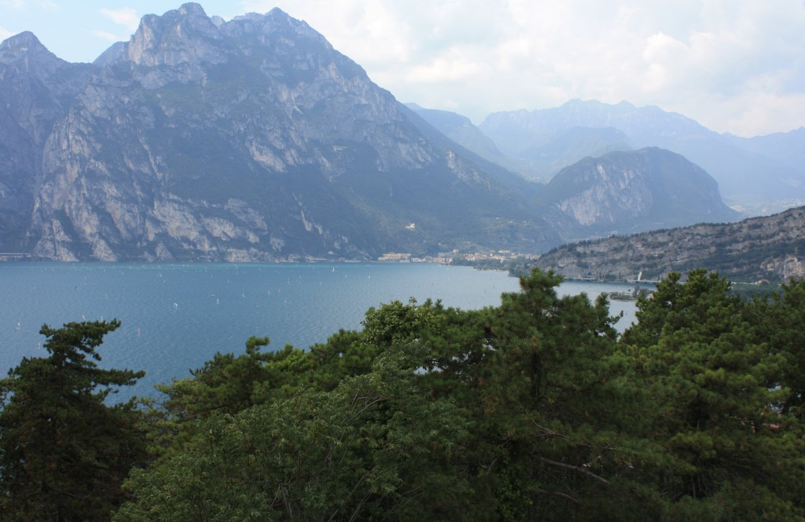 Property in 38069 Torbole sul Garda: Free view! Relaxing four walls in irretrievable new construction project - picture 2
