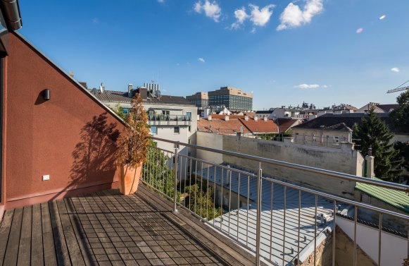 Property in 1180 Wien, 18. Bezirk: Move in at the popular Kutschkermarkt! Here is room for new living ideas!