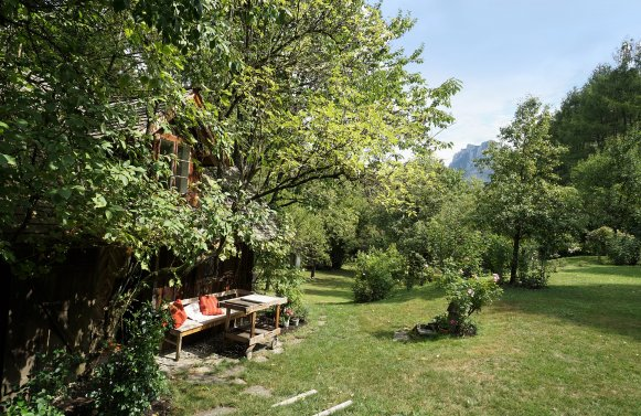 Property in 4801 Traunsee / Salzkammergut: TRAUNKIRCHEN AT LAKE TRAUNSEE - idyllic country house in bohemian style with pool and private guest house!