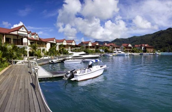 Property in - Mahe: EDEN PRIVATE ISLAND SEYCHELLES: Townhouse with wide-ranging views for best possible living comfort.