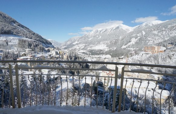 Property in 5640 Bad Gastein: In a panoramic position! 4-room apartment with the