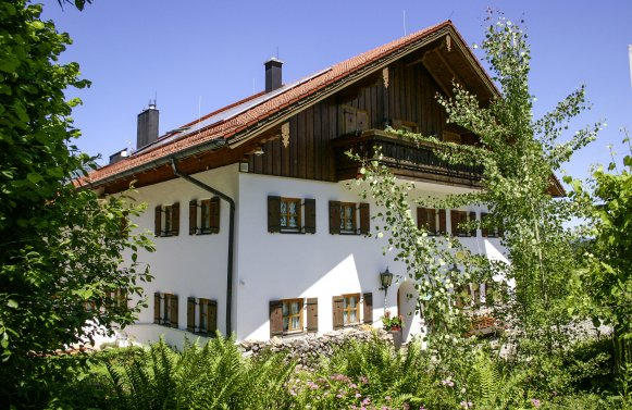 Property in 83457 Bayrisch Gmain: BERCHTESGADENER COUNTRY RESIDENCE: Exclusive country estate with large park near the festival city of Salzburg