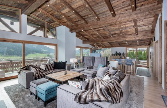 Property in 6365 Kirchberg : Exclusive penthouse with panoramic views overlooking Sonnberg