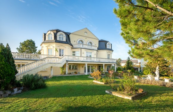 Property in 2460 Bruck an der Leitha: Enjoy pure elegance on 1,800 m² of land!