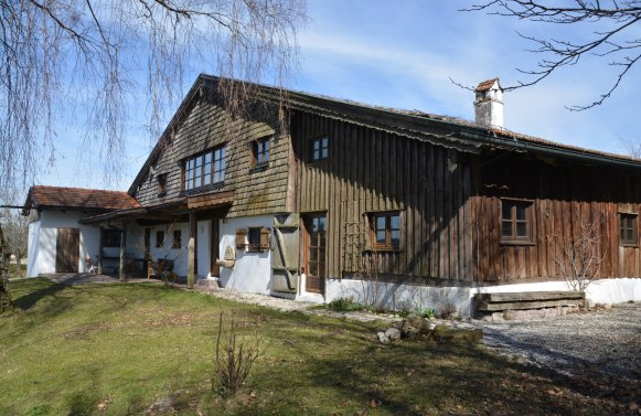Property in 4894 Oberhofen am Irrsee: Romantic farmhouse in consummate beauty!