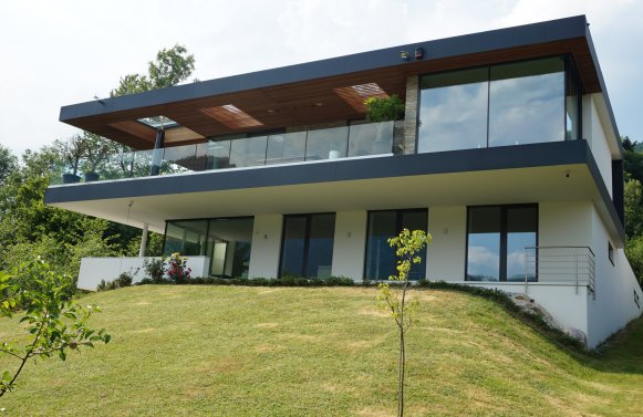 Property in 4866 Unterach am Attersee: SEAWORTHY! Like a cloud ship ... Design villa in Unterach am Attersee