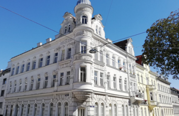 Property in 1180 Wien, 18. Bezirk: Top floor apartment in a renovated Wilhelminian style house in the best location