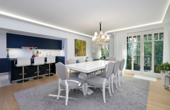 Property in 1190 Wien, 19. Bezirk: You make demands, we offer something extraordinary with this apartment.
