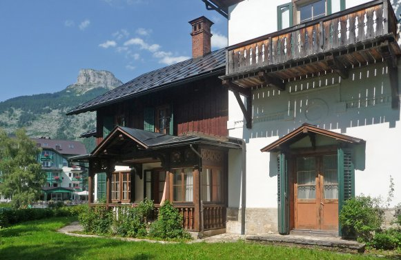 Property in 8992 Altaussee / Salzkammergut: Too bad for a deep slumber! Charming lake villa on the Lake Altausseer