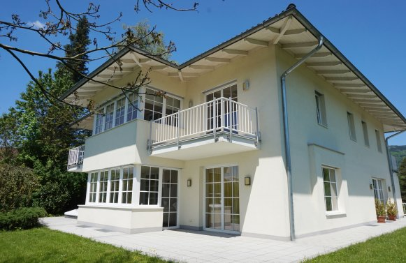 Property in 5310 Mondsee: Perfect villa with an unobstructed lake view!
