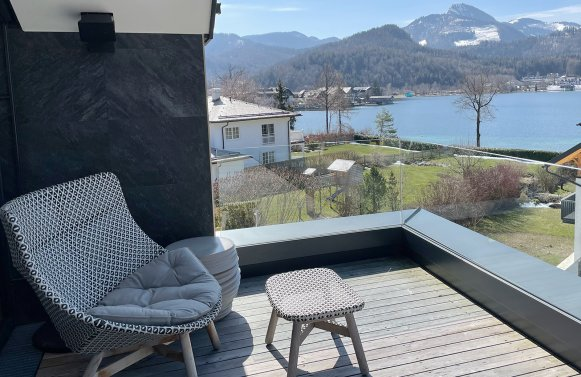 Property in 5330 Traumlage in Fuschl am See: The lake glitters magically! Top designer villa with pool including unobstructed l