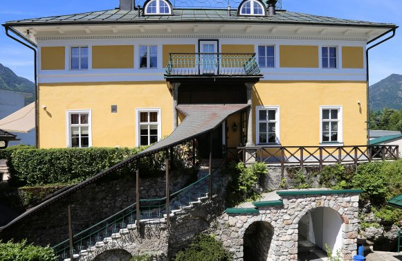 Property in 4820 Bad Ischl: Elegance of the highest class! Fairytale castle in the middle of the imperial city