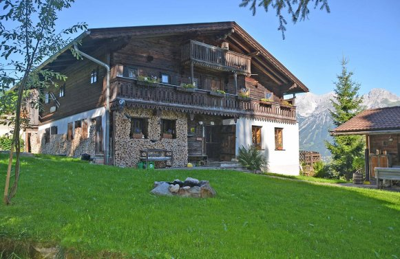 Property in 8971 Schladming: 300 years old farmhouse - direct connection to the ski slope of the Planai