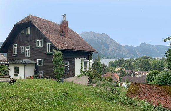 Property in 4810 GMunden am Traunsee: Enjoy an exciting view Country villa on approx. 2,000 m² park ground and lake view