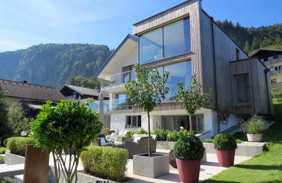 Property in 5340 St. Gilgen am Wolfgangsee: Giving the lake a stage! Lake view villa with an absolute WoW effect