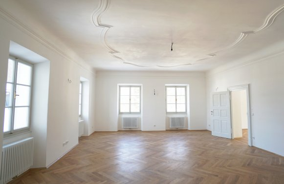 Property in 5020 Salzburg: YOUR OWN RESIDENTIAL FAIRY TALE: Spring awakening in historic 4-room apartment with lift!